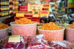 Традиционная высушенная креветка для продажи на магазине Стоковые Фото