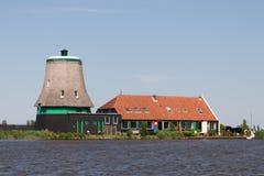 Традиционная голландская ветрянка без верхней части стоковое изображение rf
