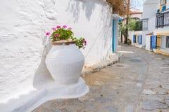 Традиционная греческая улица стоковые фотографии rf