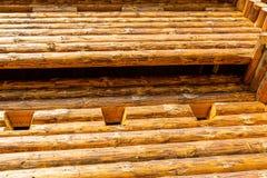 Традиционная деревянная Европа форта башни безопасностью сложила большую выдержанную сосну всходит на борт высокой конструкции стоковое изображение rf
