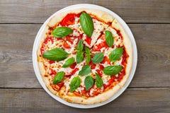 Традиционная итальянская еда, пицца Margherita Стоковые Фото