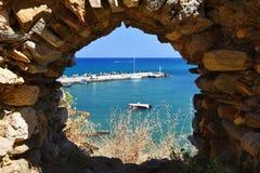 Традиционная красивая греческая деревня Panormos на острове Крита Предпосылка лета на перемещение и праздники стоковое изображение rf