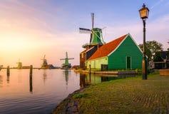 Традиционная мельница мустарда сверх на Zaanse Schans Стоковое Изображение