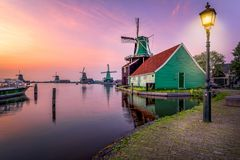 Традиционная мельница мустарда сверх на Zaanse Schans Стоковое Фото