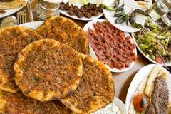Традиционная очень вкусная турецкая еда; Adana Kebab, зажаренное мясо стоковое фото