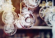 Традиционная рождественская ярмарка с handmade сувенирами, страсбург стоковое изображение rf