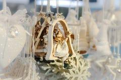 Традиционная рождественская ярмарка с handmade сувенирами, страсбург стоковые фото