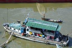 Традиционная рыбацкая лодка irrawaddy река mandalay myanmar Стоковые Фото