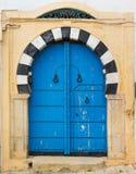 Традиционная синь сдобрила дверь от Sidi Bou сказала Стоковое Изображение RF
