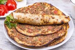 Традиционная турецкая еда; lahmacun стоковые изображения rf