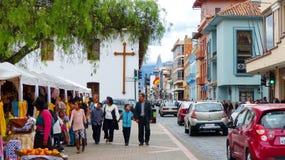 Традиционная ярмарка ремесленничества на квадрате Сан Blas, Cuenca, эквадоре стоковые изображения