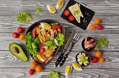 Традиционное блюдо американского салата Cobb кухни стоковые изображения rf