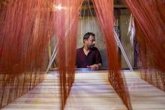 Традиционное сари Jamdani в Mirpur Benarashi Palli Дакке, Бангладеше Стоковая Фотография