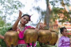 традиционное фольклорного pongrang танцульки тайское стоковое фото