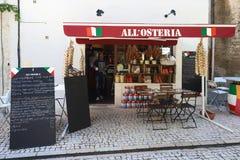 Традиционное французское кафе все обнаруженное местонахождение Osteria, en Провансаль Remy Святого, Франция стоковое изображение