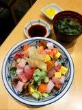 Традиционное японское chirashi еды надевает рис Стоковое фото RF