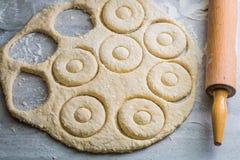 Традиционно сладостные donuts сделанные из свежих ингридиентов Стоковое Изображение RF