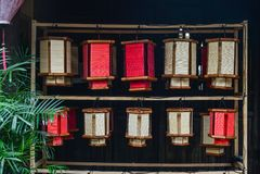 Традиционные бамбуковые фонарики для продажи стоковая фотография