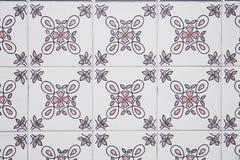 Традиционные богато украшенные португальские декоративные плитки стоковые фото