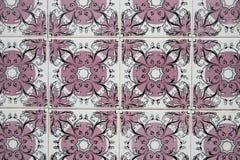 Традиционные богато украшенные португальские декоративные плитки стоковая фотография