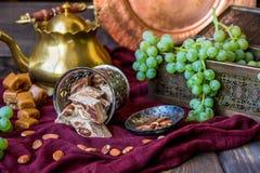 Традиционные восточные помадки, гайки и виноградина Ki металла и меди Стоковое Изображение