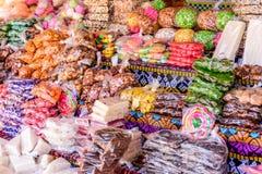 Традиционные гватемальские конфеты во время одолженный стоковые фото