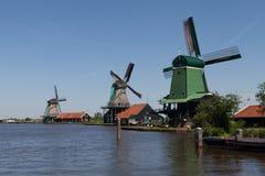 Традиционные голландские ветрянки стоковые изображения rf