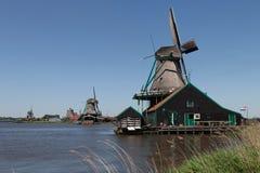 Традиционные голландские ветрянки стоковое изображение