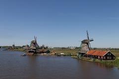 Традиционные голландские ветрянки стоковая фотография rf