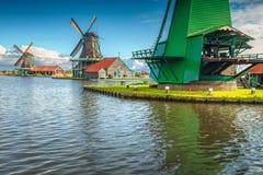 Традиционные голландские ветрянки Zaanse Schans, Zaandam, Нидерландов, Европы Стоковое Изображение RF