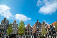 Традиционные голландские средневековые здания в Амстердаме Стоковое Фото