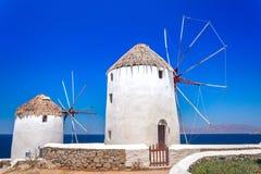Традиционные греческие ветрянки на острове Mykonos, Кикладах Стоковое Изображение