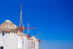 Традиционные греческие ветрянки на острове Mykonos, Кикладах Стоковое Изображение RF