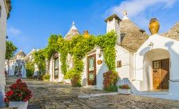 Традиционные дома Trulli в городе Alberobello, Apulia, Италии Стоковое фото RF
