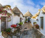 Традиционные дома Trulli в городе Alberobello, Apulia, Италии Стоковые Фото