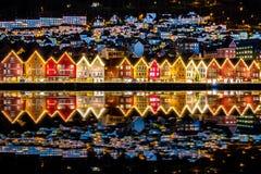 Традиционные норвежские дома на Bryggen, месте культурного наследия мира ЮНЕСКО и известном назначении в Бергене, Норвегии стоковое фото