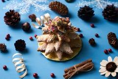 Традиционные печенья дерева пряника рождества Стоковые Фотографии RF
