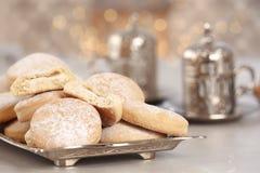 Традиционные печенья на исламские праздники на таблице, крупном плане стоковое фото rf