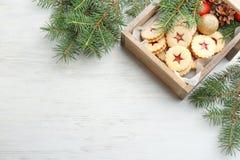 Традиционные печенья Linzer рождества с сладостным вареньем Стоковая Фотография