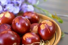 Традиционные покрашенные пасхальные яйца Стоковые Изображения RF
