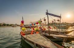 Традиционные светлые фонарики в Hoi ландшафт города на заходе солнца, назначении перемещения Вьетнама стоковое изображение rf