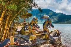 Традиционные скульптуры в Pura Ulun Danu, Бали, Индонезии стоковые фото