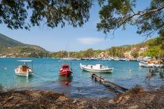Традиционные старые греческие рыбацкие лодки стоковое изображение rf