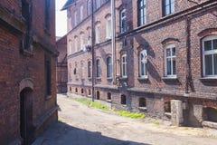 Традиционные старые дома кирпича в Zabrze стоковые фото