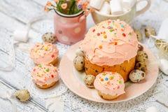 Традиционные торт и пирожные пасхи Стоковые Фотографии RF