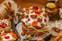 Традиционные торт и пирожные пасхи Стоковые Изображения RF