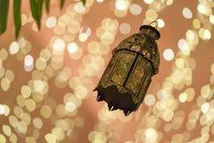 Традиционный арабский фонарик осветил вверх для Рамазана, Diwali Стоковое Изображение RF