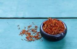 Традиционный ароматичный шафран специи стоковая фотография