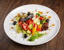 Традиционный греческий салат с свежими овощами Стоковая Фотография RF