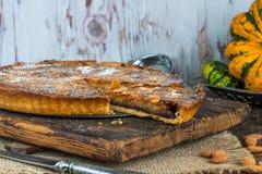 Традиционный домашний испеченный пирог bakewell стоковое фото